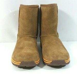 UGG Shoes - NEW UGG Australia Chestnut Lynden Boots Waterproof